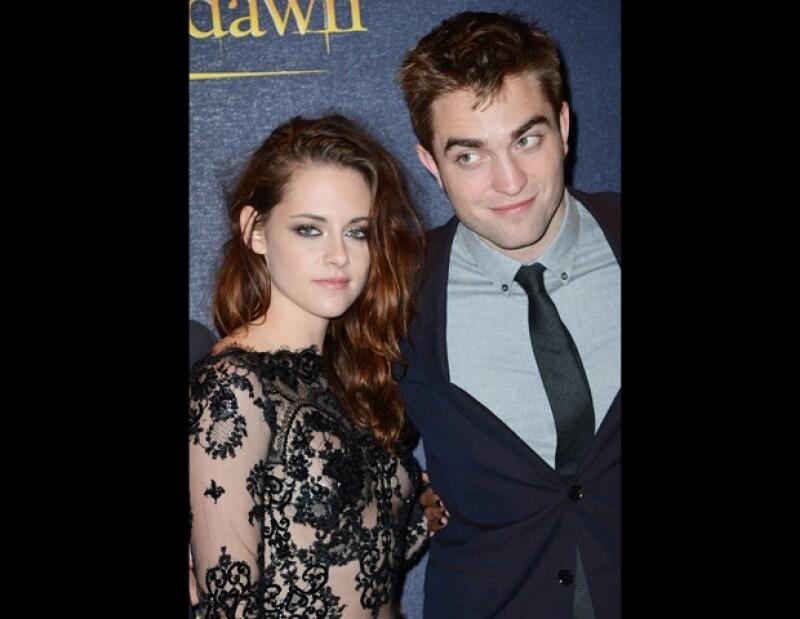 Aunque el actor tenía planeado viajar al Reino Unido para estar junto a su familia, su ex pareja está insistiendo para que se quede en Los Ángeles.