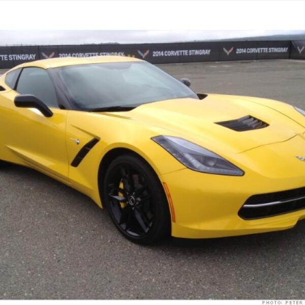 El auto más barato en esta galería podría ser uno de los mejores para conducir. Con sus 455 caballos de fuerza el nuevo Corvette ofrece un verdadero desempeño de auto de carreras fácilmente manejable y cómodo