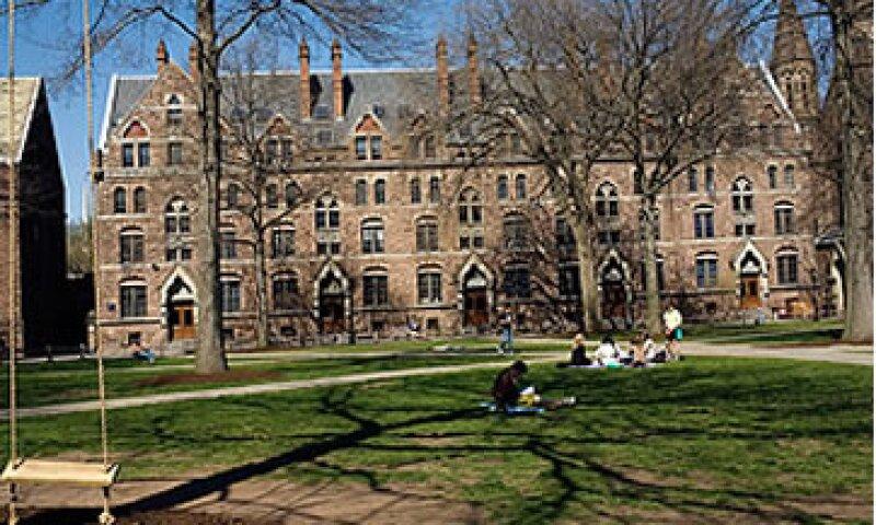 Un año en la escuela de Leyes de Yale puede costar más de 56,000 dólares.  (Foto: CNNMoney )