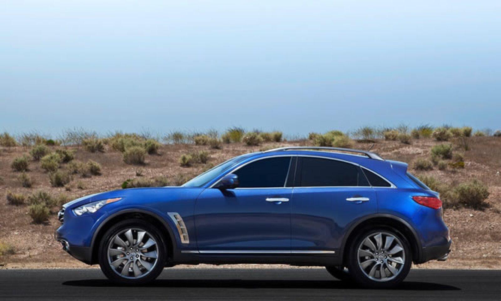 """""""Los cambios al frente de la FX 2012 la hacen distinguirse de aquellos vehículos que siguen buscando nuestro liderato desde hace más de 8 años"""", dijo Ben Poore, vicepresidente de Infiniti Americas, en un comunicado de prensa."""