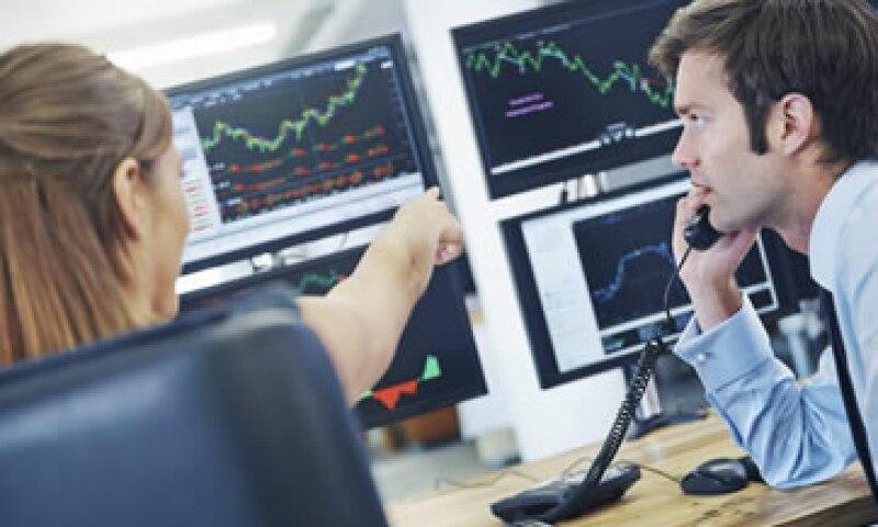 Los expertos temen que el alza en las tasas de interés podría sacudir a los bonos hacia un territorio más rocoso.(Foto: iStock by Getty Images. )