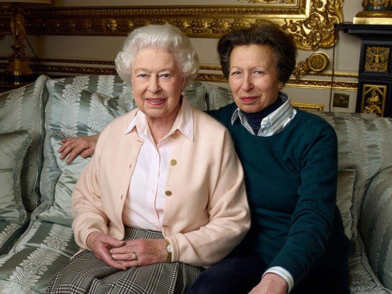 La reina también se tomó fotos con su hija Ana.