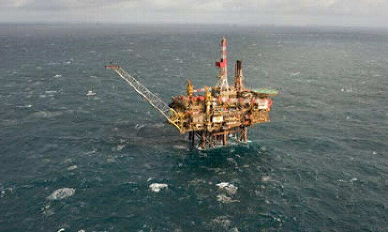Shell calcula que 54,600 galones de crudo se han derramado en el Mar del Norte desde la plataforma frente a la costa oriental de Escocia. (Foto: Reuters)