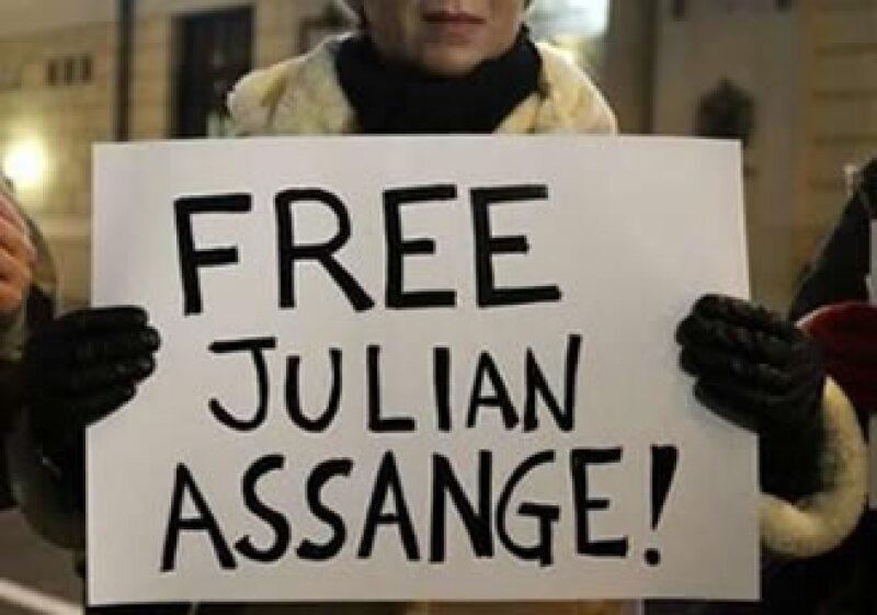 El abogado de Assange negó que su cliente ordenara ataques cibernéticos a sitios de Internet como los Visa o MasterCard. (Foto: Reuters)