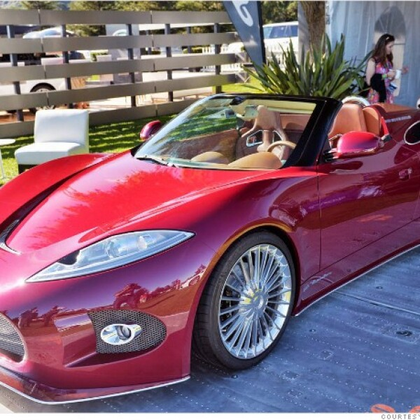 El Venator Spyder es la versión descapotable del auto Spyker presentado en el Motor Show de Ginebra hace cinco meses. Es impulsado por un motor V6 de 375 caballos de fuerza montado detrás de los asientos.
