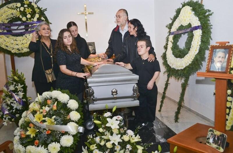 Familiares y amigos se reunieron para darle el último adiós al actor mexicano.