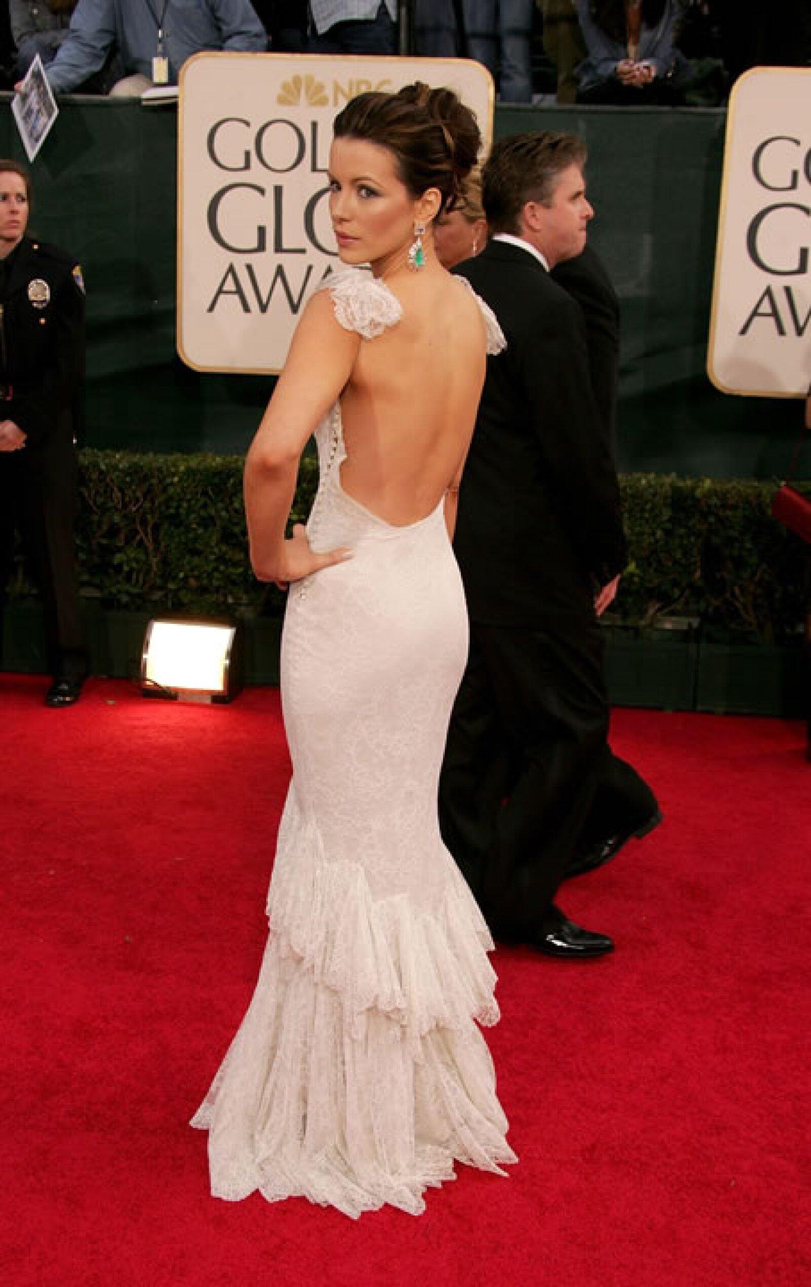 Nos encanta la espalda del vestido que lleva Kate Beckinsale.