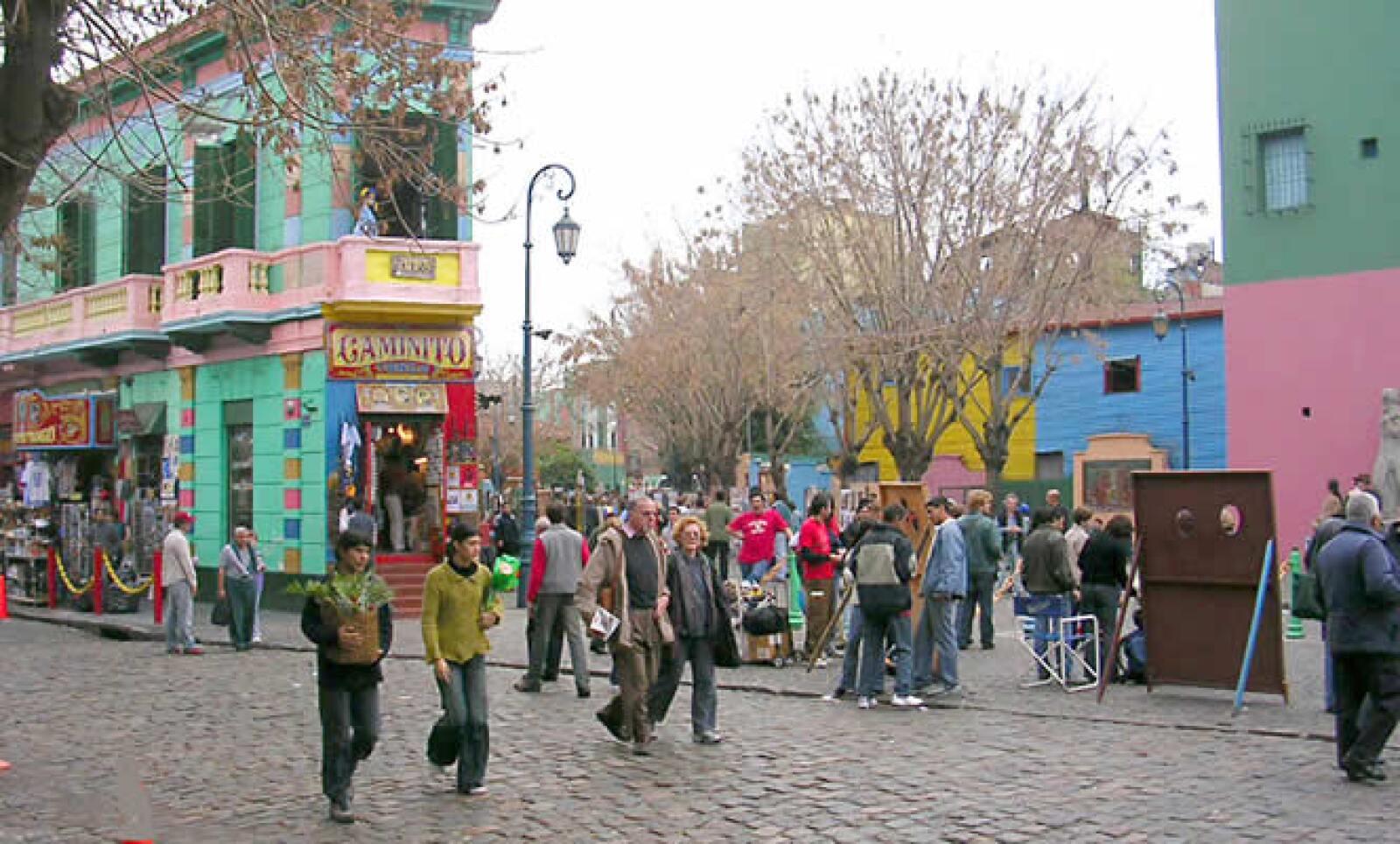 Enclavado en el Barrio de La Boca, el Pasaje Caminito es una avenida con varios museos y parajes culturales. Encontrarás el más triste tango, el canto alegre de los fanáticos del club de futbol Boca Juniors y hasta un mercado con artesanías.