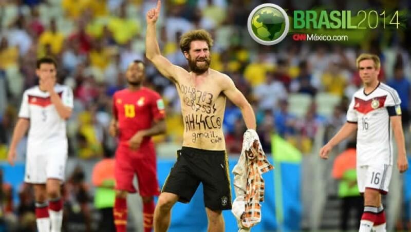 El supuesto aficionado alemán que ingresó al campo del Estadio Castelao de Fortaleza el sábado durante al Alemania contra Ghana