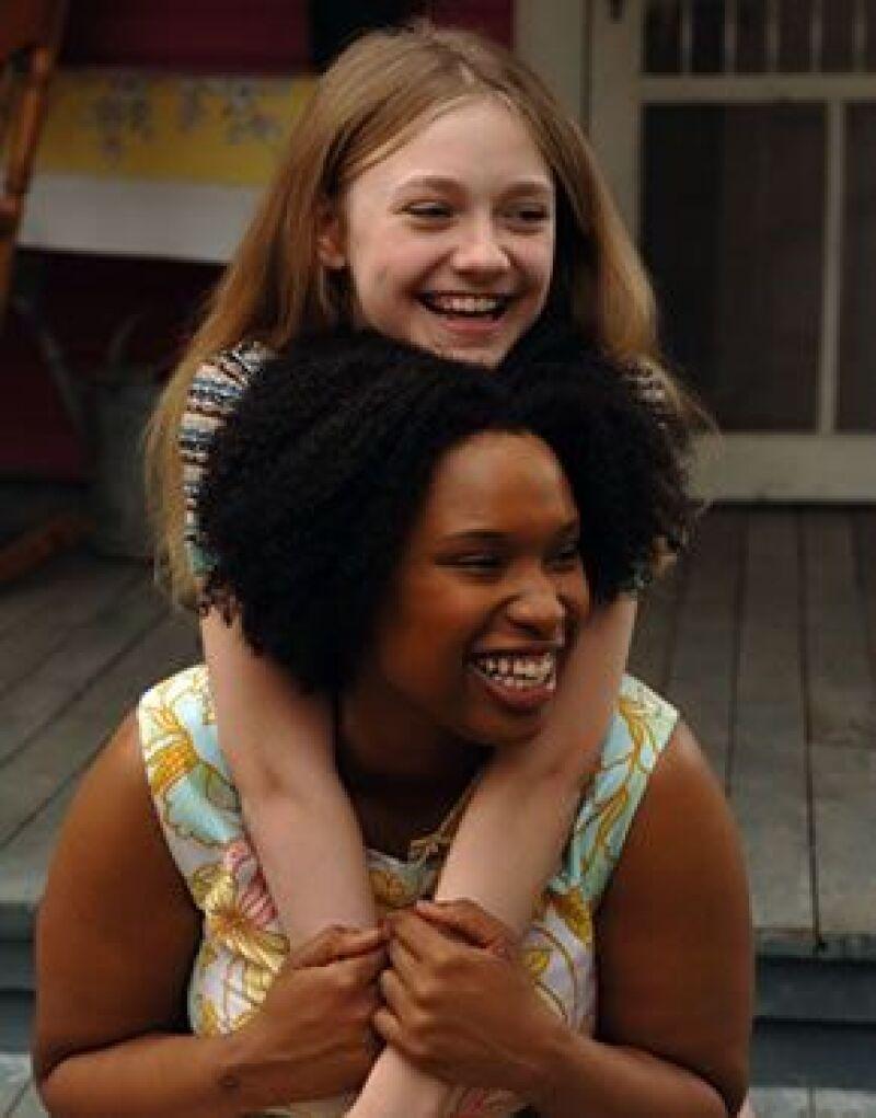 Durante los turbulentos años sesenta, la época de los derechos civiles en Estados Unidos, vemos a una joven en busca de un hogar y amor materno, más allá de la diferencia de color.