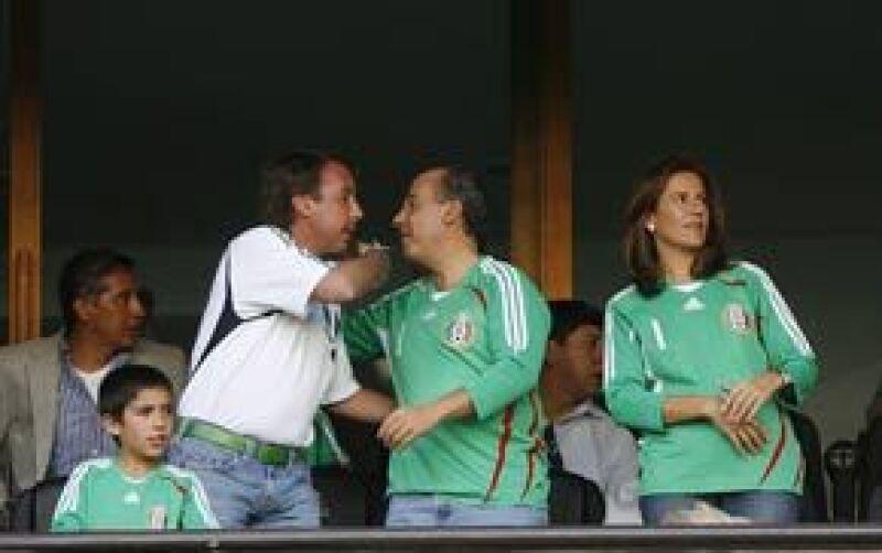 El mandatario y el empresario se encontraron en el palco, donde se saludaron y observaron el partido entre México y Costa Rica el pasado sábado en el Estadio Azteca.