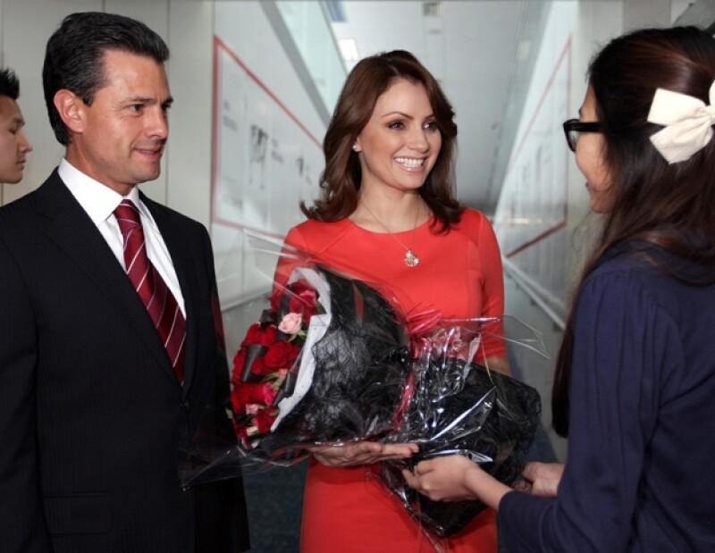 La primera dama se mostró muy sonriente.