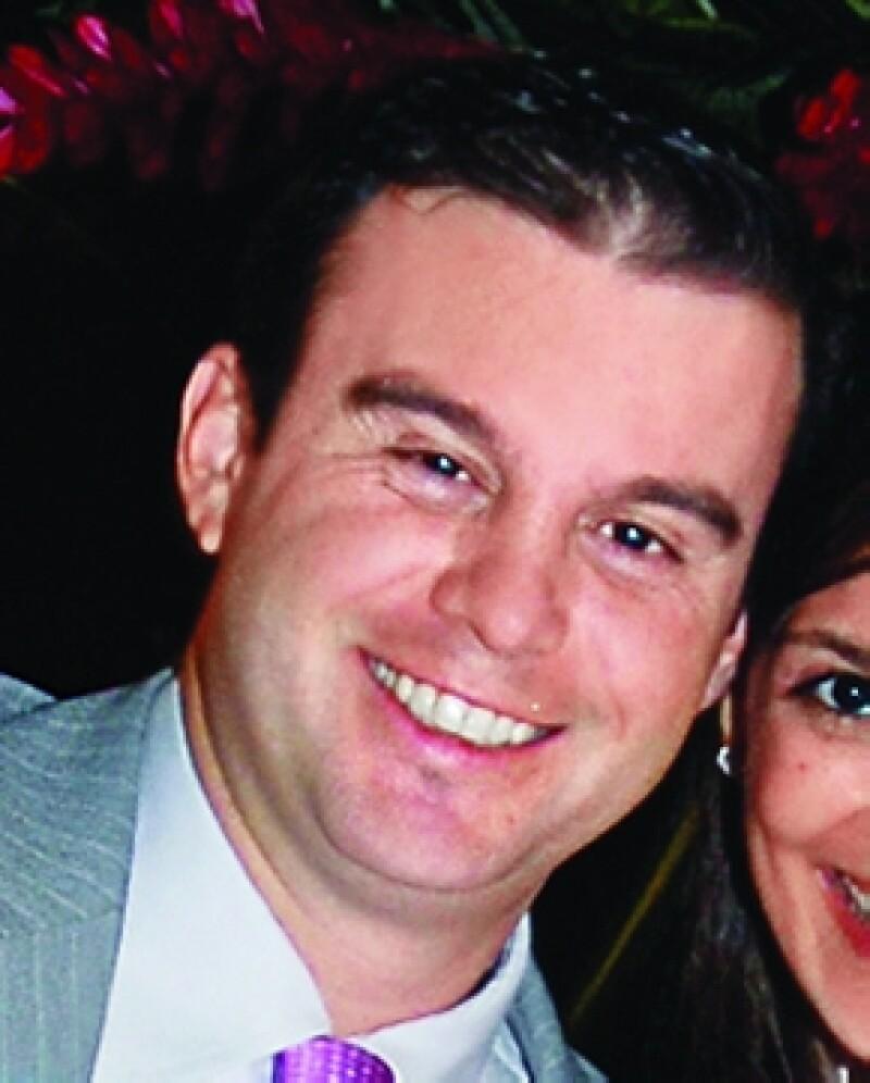 El ex gobernador acudió acompañado de su esposa, Angélica Rivera, al velorio del empresario.