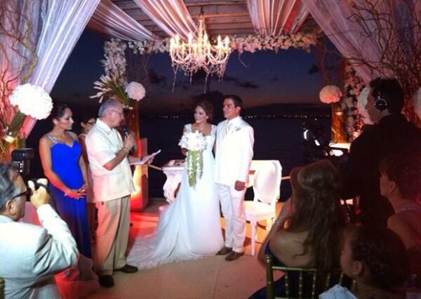 Acompañaron a la pareja alrededor de 200 invitados, a una recepción que durará hasta la madrugada.