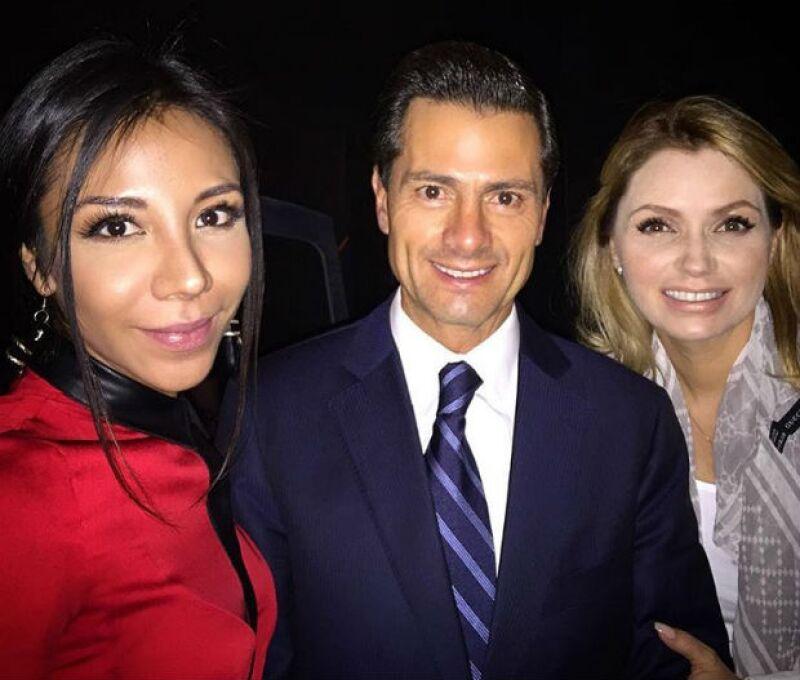 Angélica Rivera y Peña Nieto estuvieron poco tiempo en el teatro, acompañando a Sofía y los demás actores.