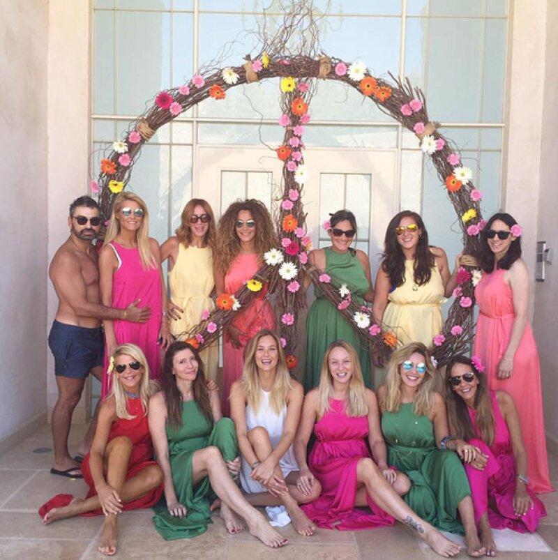 Entre coloridas amigas y fotos súper hot, la ex de Leonardo DiCaprio está lista para pisar el altar.