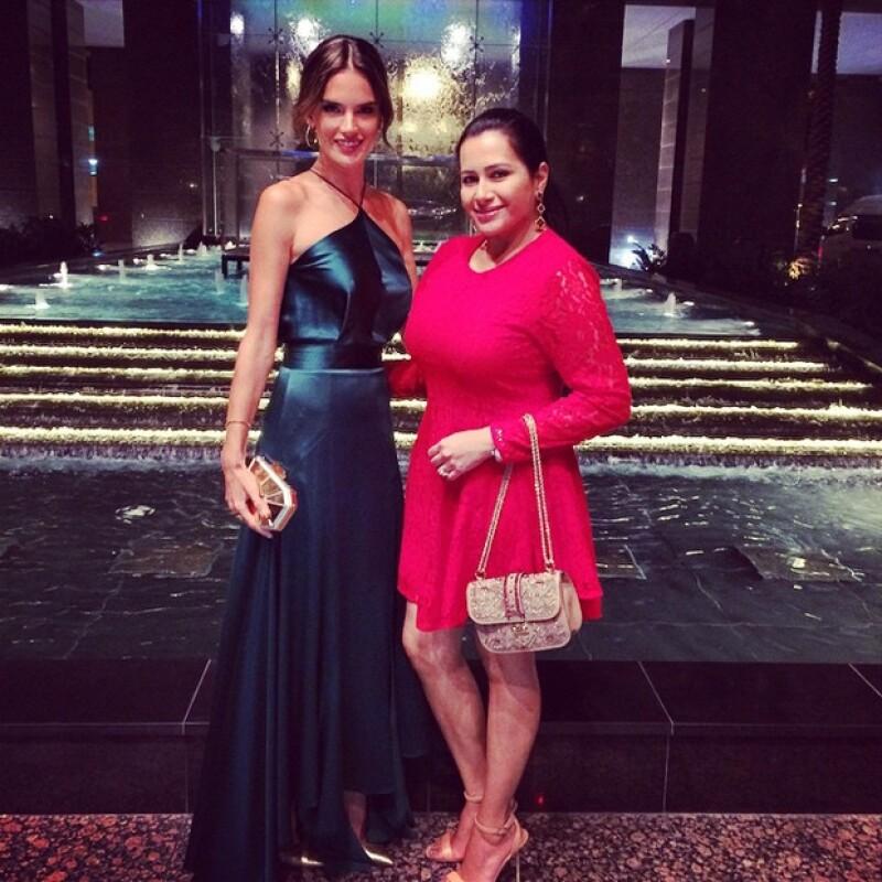 Alessandra junto con una acompañante, lista para Clé Dubai.