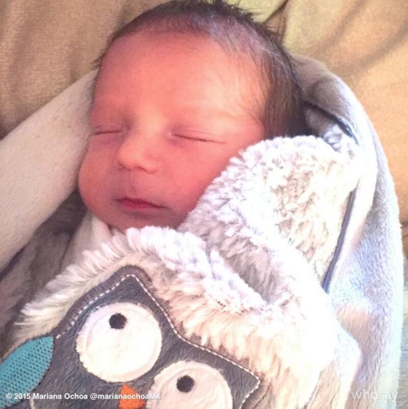 La cantante de OV7 ha compartido la primer semana de Salvador, su segundo hijo, mostrando que es un pequeño muy tierno y tranquilo.