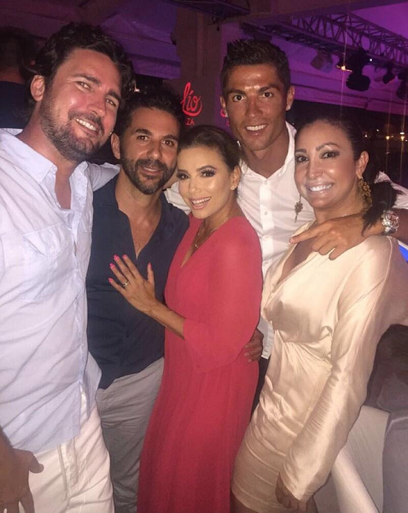 La actriz, su esposo y el futbolista se encontraron en un club de la isla pocas horas después de que Eva ejerciera como madrina de un evento solidario.