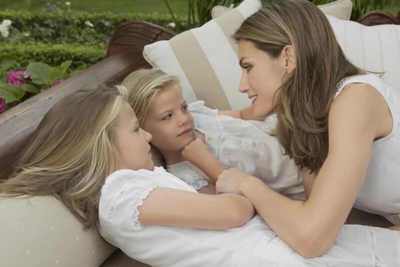 Letizia es una madre cariñosa pero muy preocupada por la educación de sus hijas.