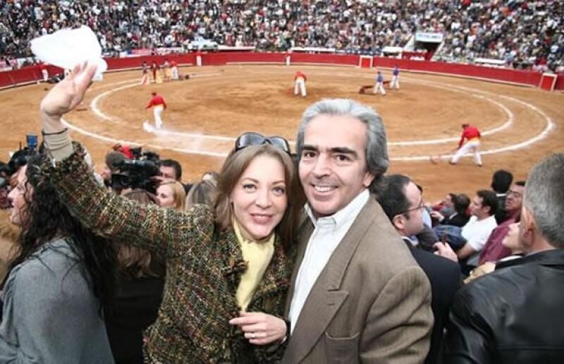 Después de contraer matrimonio a finales del 2010, Edith González y Lorenzo Lazo, tuvieron un año muy activo y fueron vistos en los mejores eventos sociales.
