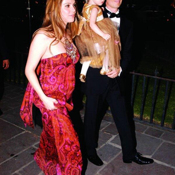 Aquí con sus papás, llegando a la boda de su tía Olivia Peralta y Antonio Hidalgo en 2006.