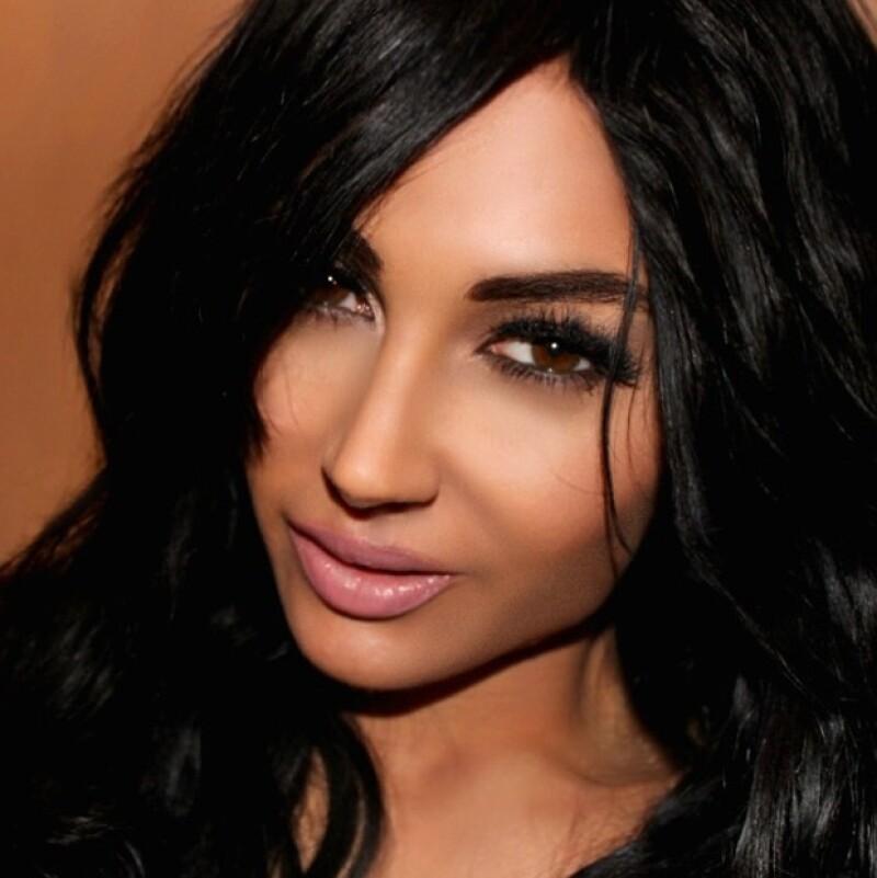Claire Leeson es otra fanática de Kim Kardashian que se operó para parecerse a ella.