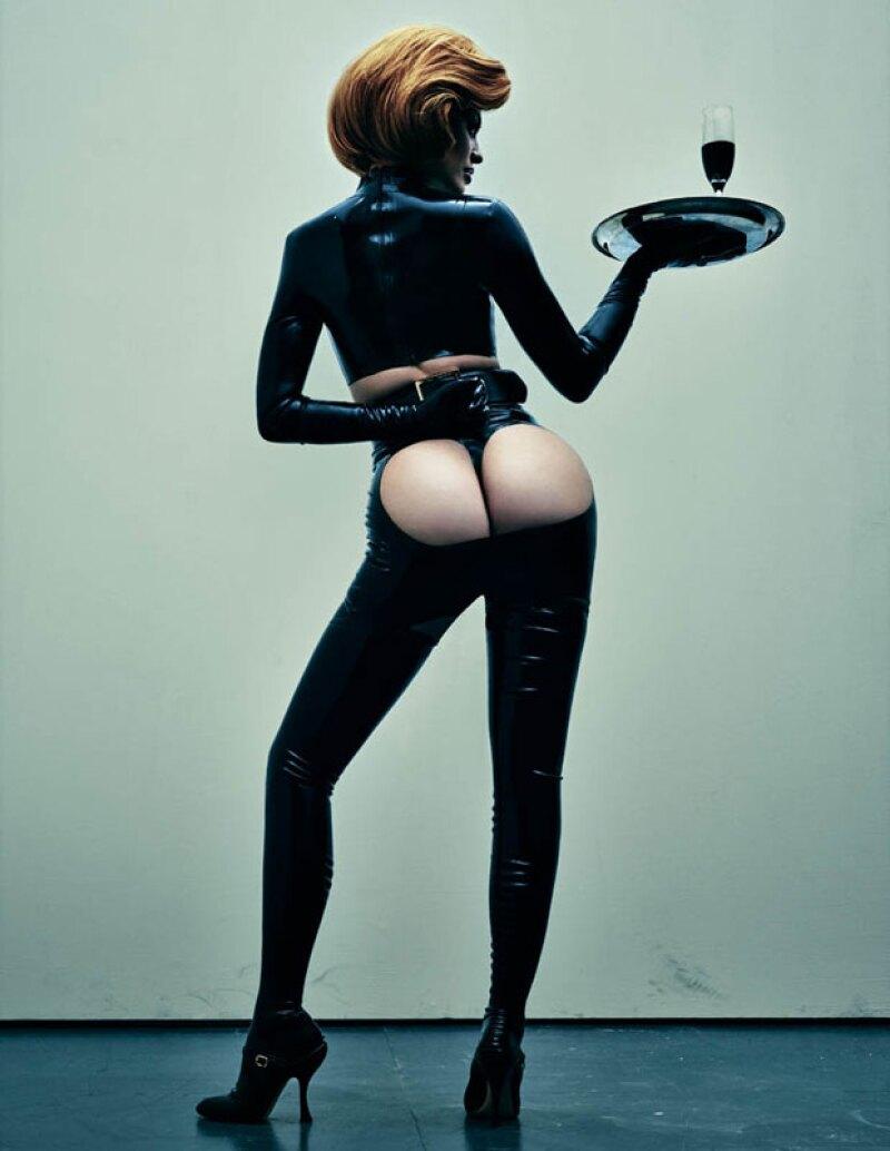 Jenner lució sus curvas en un atrevido traje de latex.