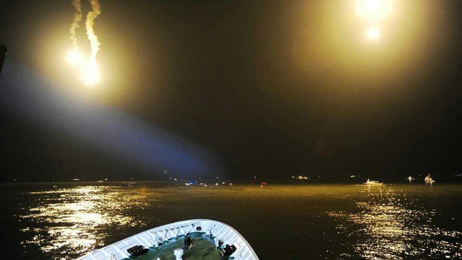 Al menos siete personas murieron este miércoles luego de que el barco Sewol empezó a inclinarse hasta que volcó en la costa suroeste del país