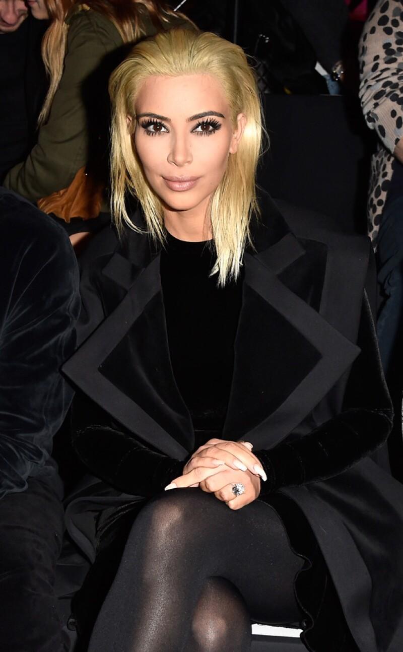 Así lució Kim la semana pasada durante el Paris Fashion Week en el show de Bailmain.