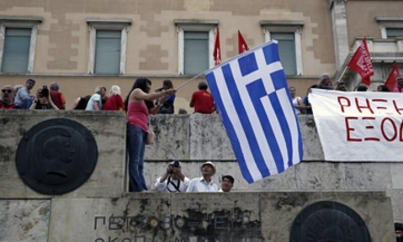 Ciudadanos griegos se han opuesto a más medidas de austeridad gubernamentales. (Foto: Reuters )