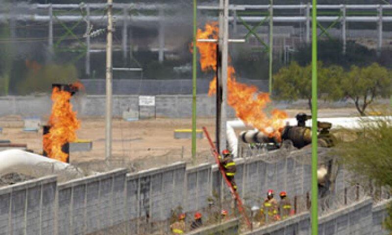 Cuatro lesionados por el incendio en Pemex fueron trasladados al hospital del IMSS de la ciudad de Monterrey.  (Foto: AP)