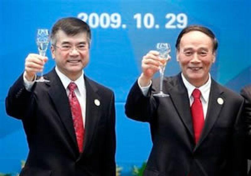 El secretario de Comercio estadounidense, Gary Locke, y el Vice premier chino, Wang Qishan participaron en las reuniones comerciales. (Foto: AP)