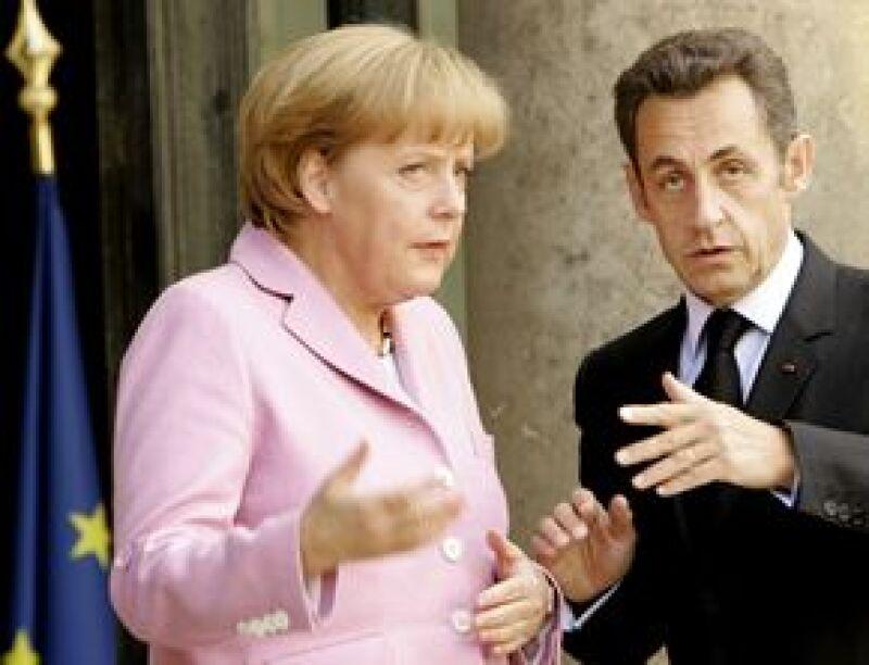 """La canciller alemana se quejó en su embajada de París de los modos """"muy amigables"""" del francés."""