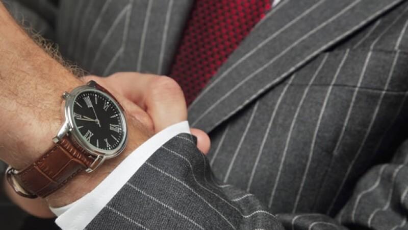 6f0a09490ccd 11 reglas que hay que seguir para comprar tu primer reloj de  adulto