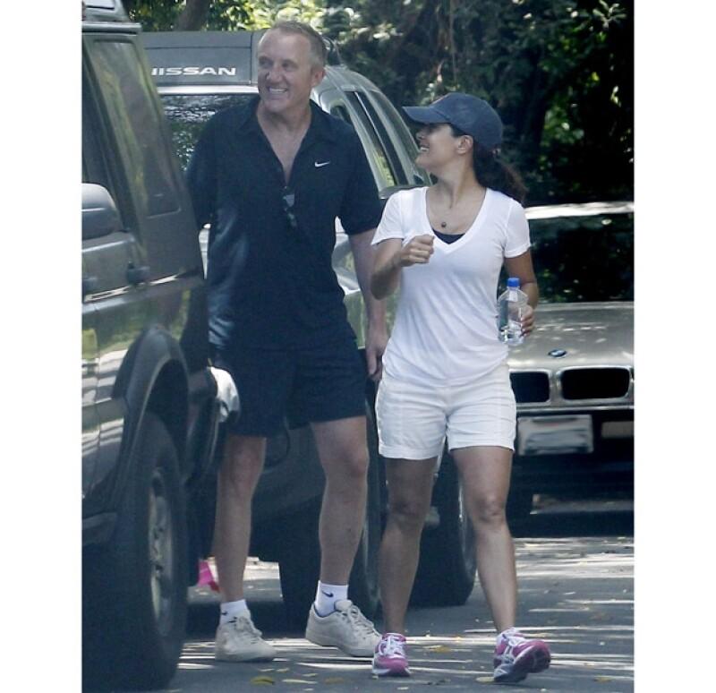 Salma y Pinault se ven muy contentos juntos.