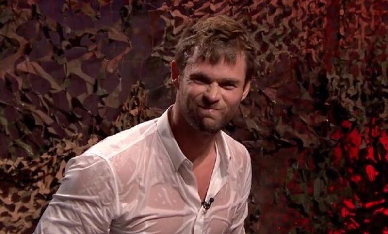 Durante un concurso en el programa The Tonight Show Starring Jimmy Fallon, el actor desbordó sensualidad mientras cumplía su castigo.