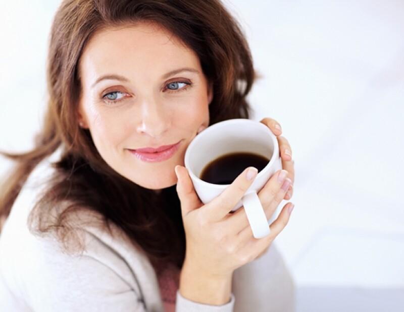 El café es bueno para la salud, pero en exceso, puede causar arrugas y líneas de expresión.