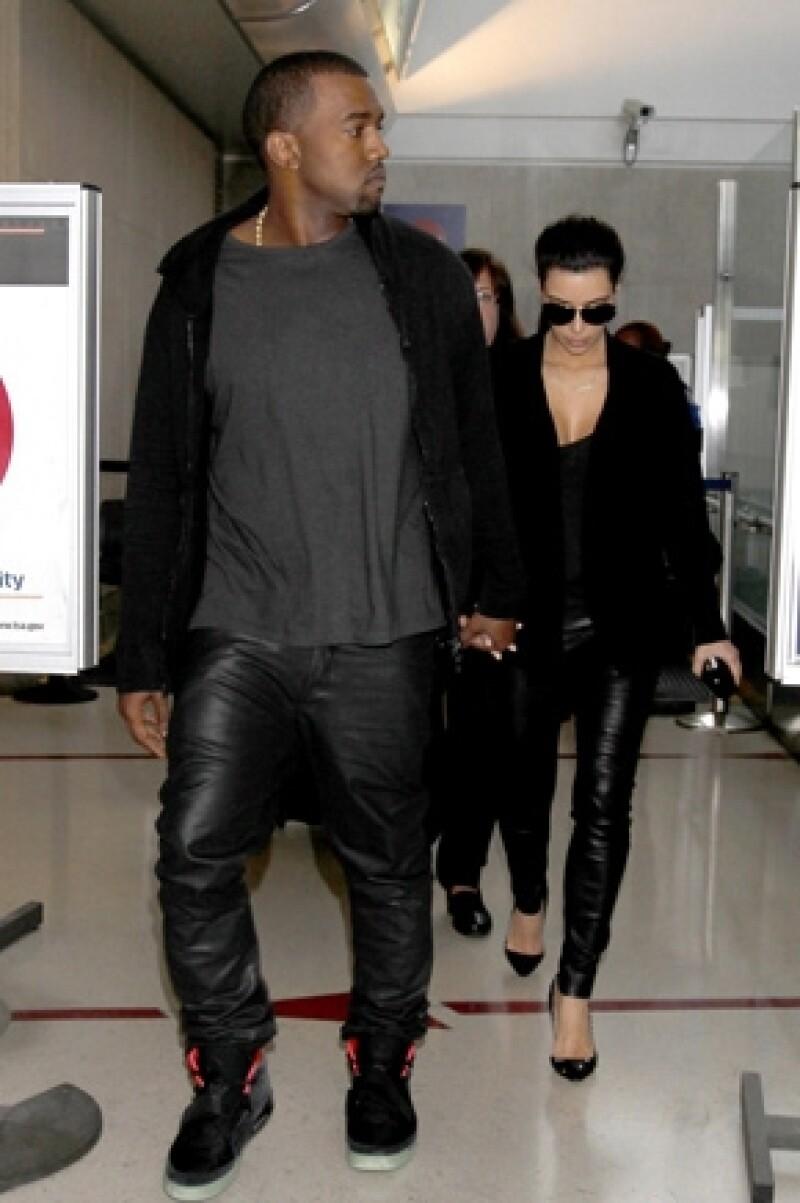 Kim y Kanye saliendo de una heladería en enero de 2013.