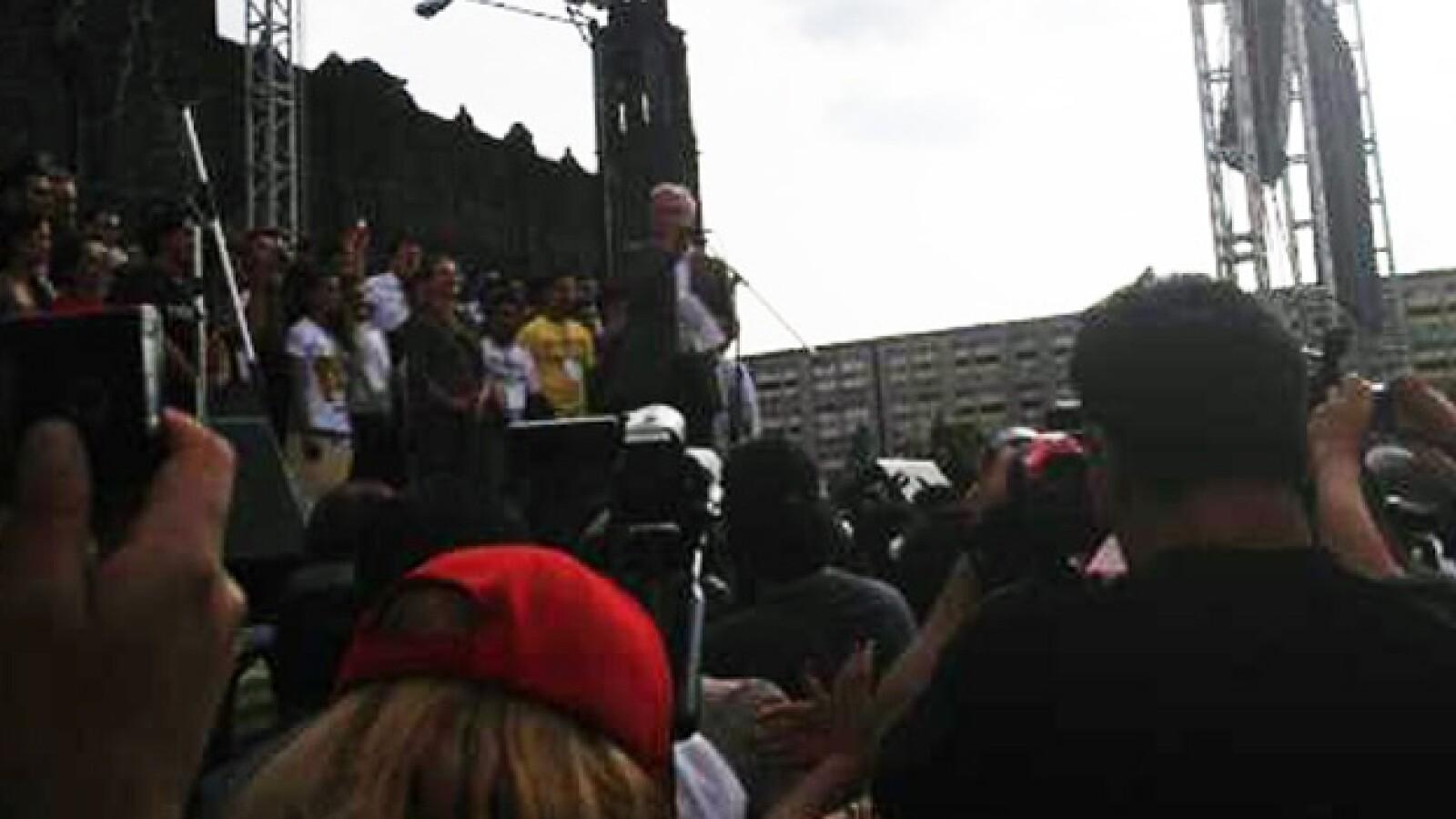 López Obrador se reúne con estudiantes en Tlatelolco