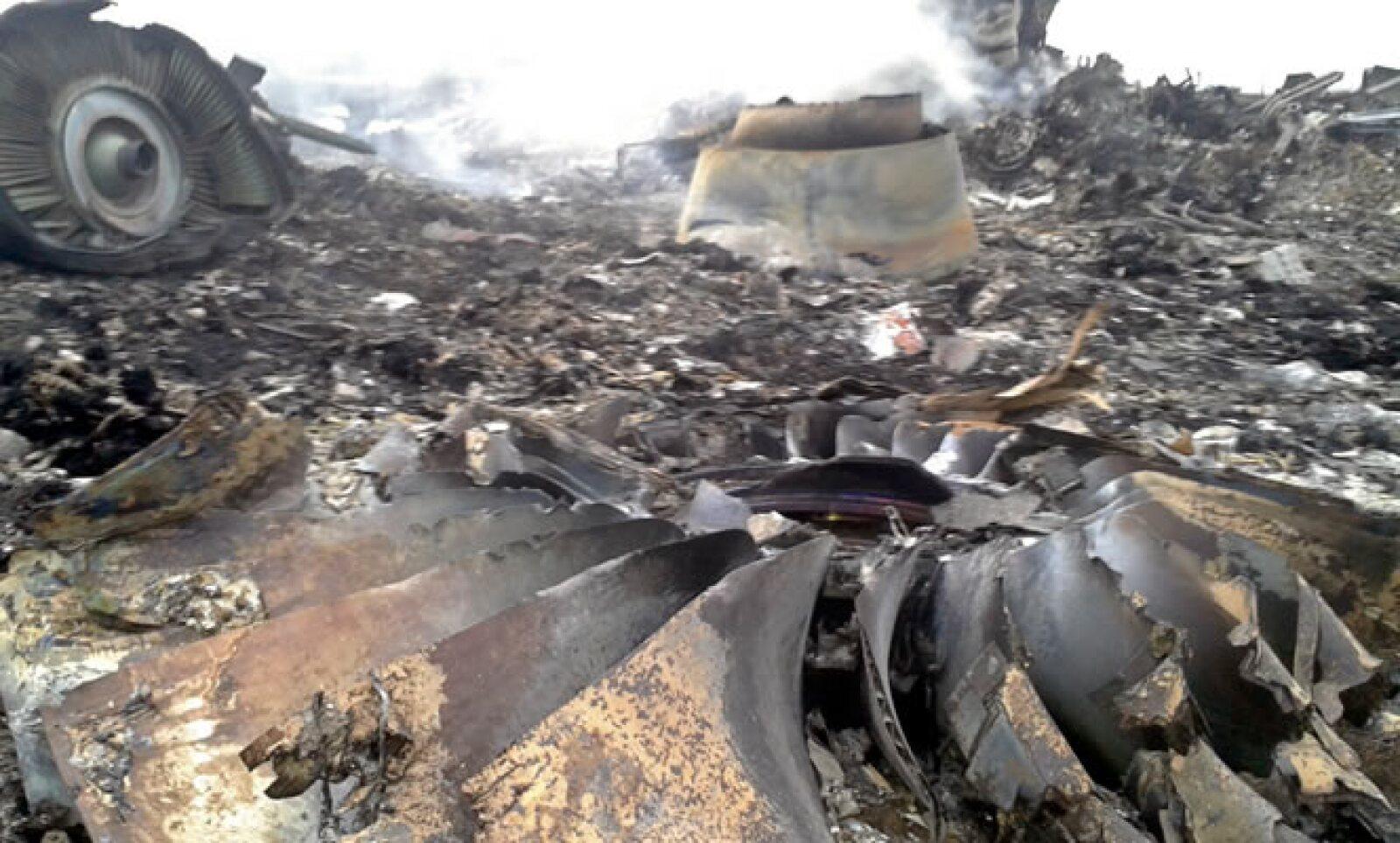 El avión estaba volando sobre un área en conflicto, por lo que una estrecha comunicación con los controladores aéreos era clave, señalaron expertos de CNN.