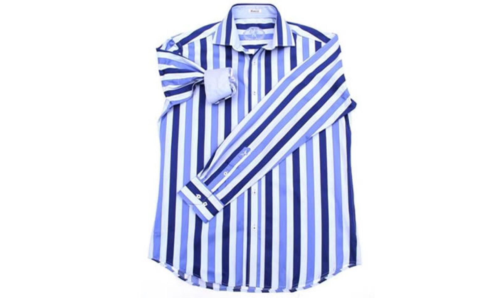 Si tu camisa es rayada, es importante que la combines con una corbata en tonos de una de las rayas.