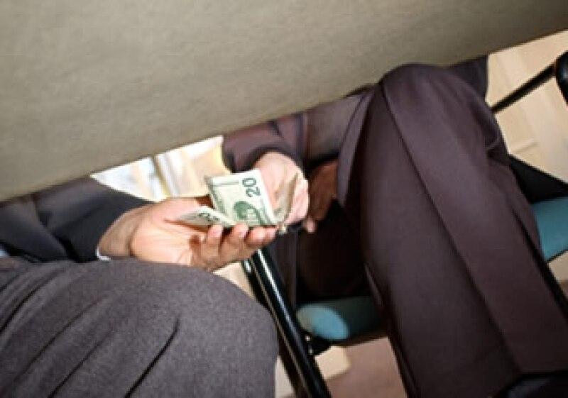 La corrupción atrasa la competitividad del país, según el CEESP. (Foto: Jupiter Images)