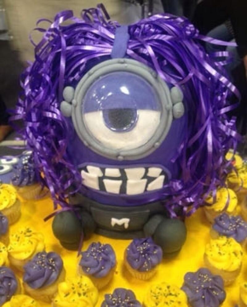 """Hoy 12 de julio la conductora y actriz celebra su cumpleaños número 42, por lo que sus compañeros de """"Hoy"""" decidieron llevarle cupcakes en forma de Minions."""