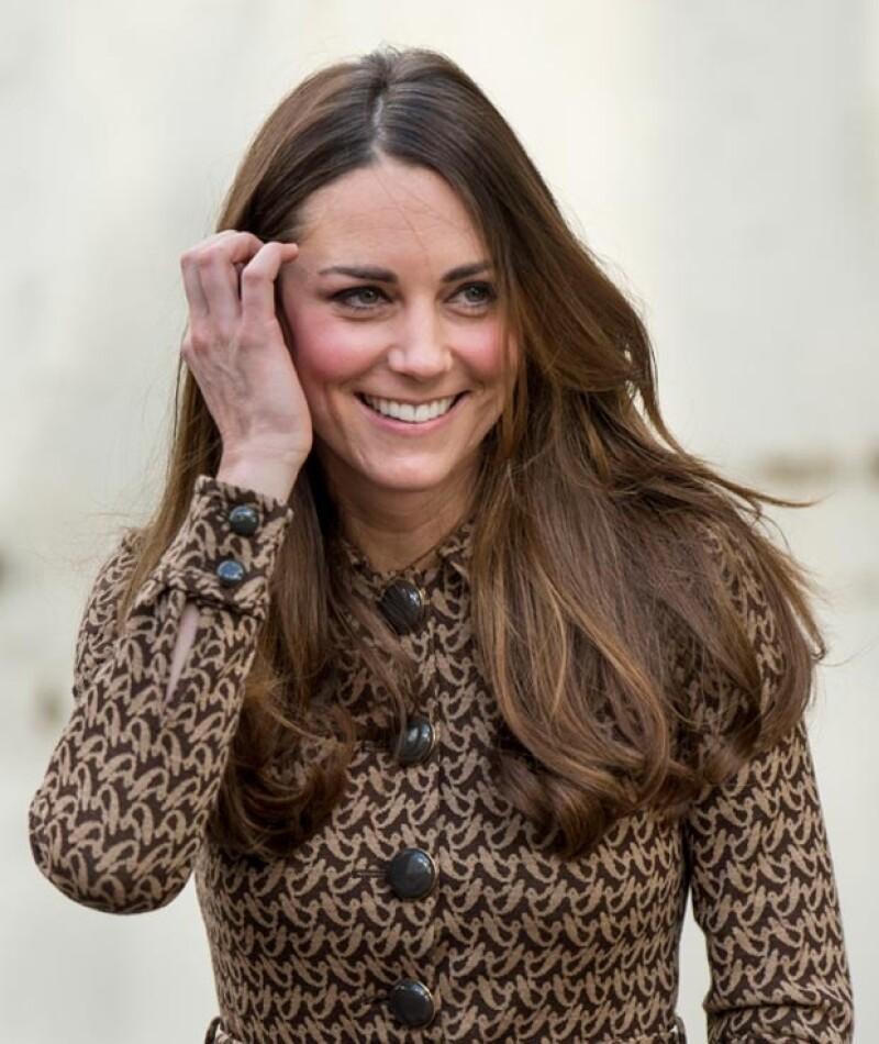 Los Duques de Cambridge asistieron a la fundación Only Connect donde utilizó un vestido de Orla Kiely, el cual ya había lucido en una visita a Oxford en 2012.