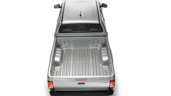 Hilux (Toyota). Se arma en Tailandia; est� disponible en 135 mercados y se han vendido 13 millones de unidades.