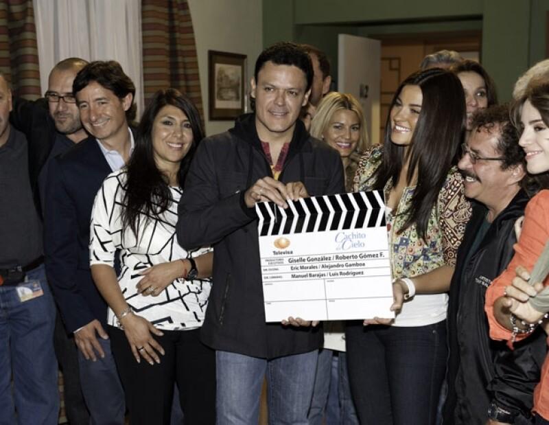 Todo el elenco de Cachito de Cielo lució muy contento por el claquetazo inicial de las grabaciones.