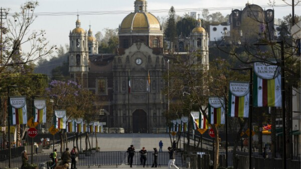 El papa visitará la Basílica, que ya se encuentra resguardada, este sábado.