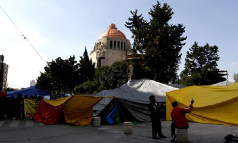Se calcula que hay 5,000 integrantes de la CNTE en la Plaza de la República. (Foto: Notimex)