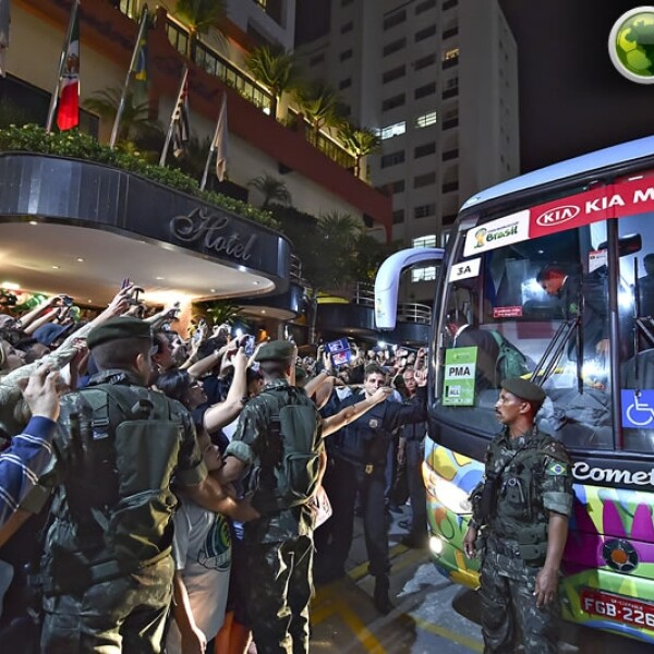 Soldados resguardan llegada Tri hotel
